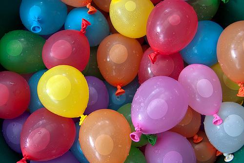 10-waterspelletjes-kinderfeestje-thuis-ballonnen