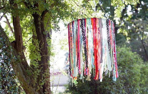 DIY-zelfmaken-knutselen-stof-mobile-tuin-buiten-zomer